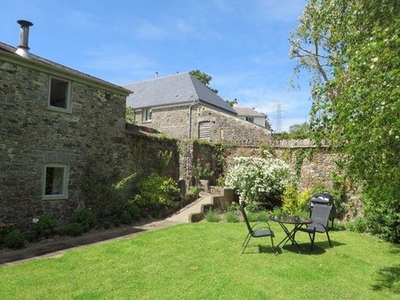 View towards the property and garden - BVCOT - Broadhempston - rentals