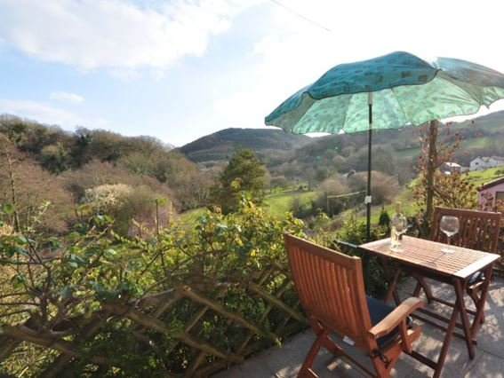 Elevated position to make the most of the spectacular views from the cottage - SUMBR - North Devon - rentals