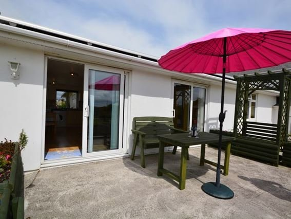 View towards the property and outside area - QUACK - Cornwall - rentals