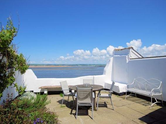 Patio/ seating area overlooking the sea - REEFC - Appledore - rentals