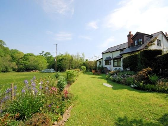 View of the property and garden - ROSEC - Hartland - rentals