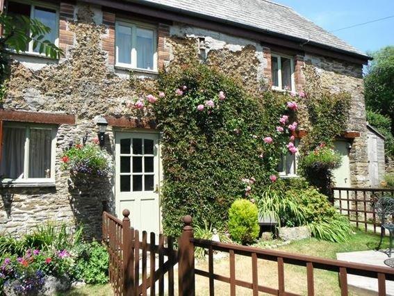 View towards cottage and enclosed garden - ROWCO - Lanreath - rentals