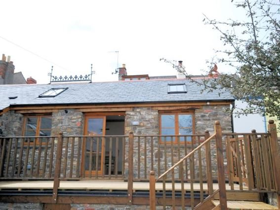 View of property and decked area - STABE - Appledore - rentals