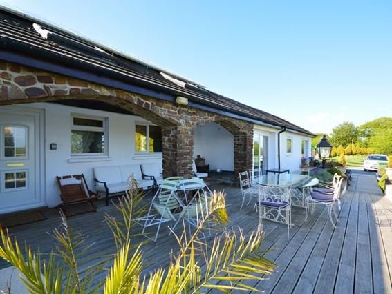 View of the property on a sunny evening - FCH1733 - Buckland Brewer - rentals