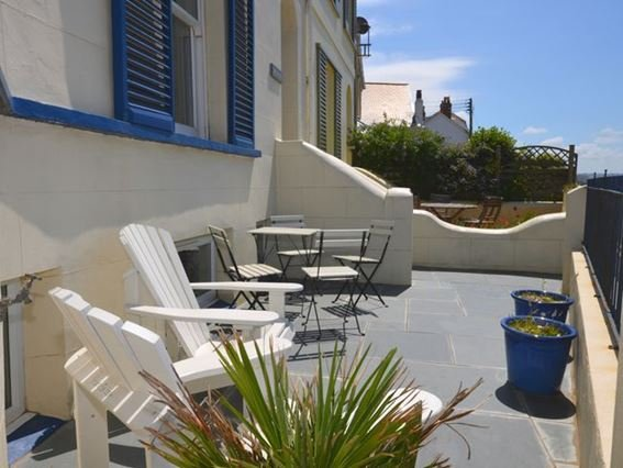 Pretty outside seating area  - FCH17372 - Instow - rentals