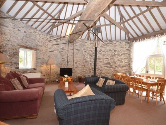 Lounge/dining room with spectacular vaulted ceiling with exposed beams - DAVCO - Davidstow - rentals
