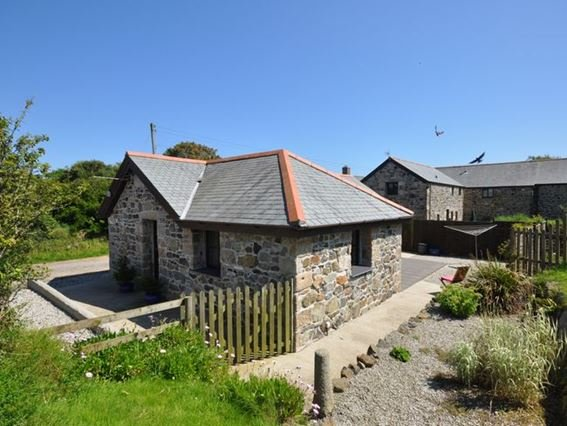 View towards the rear of the property - TRWEB - Coverack - rentals