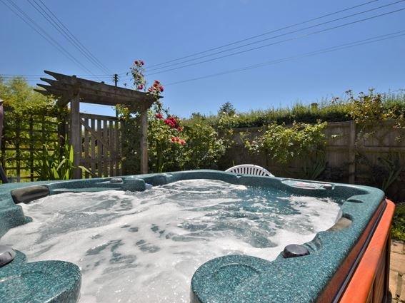 Relax in the enclosed hot tub area beside the garden - WCOTT - Buckhorn Weston - rentals