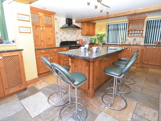 Spacious kitchen with central breakfast bar - BROOL - Bude - rentals