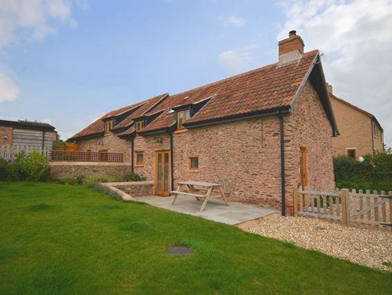 Enclosed rear garden with seating - CONCO - Somerset - rentals