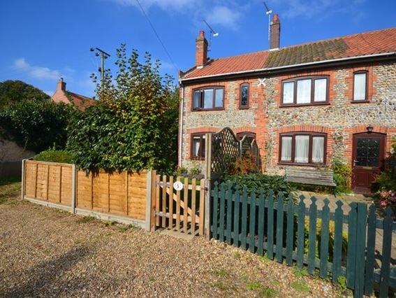 View towards the cottage - 26369 - Northrepps - rentals