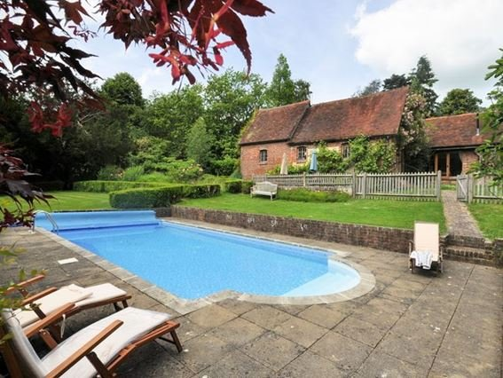 View across pool towards house - MELPI - East Sussex - rentals