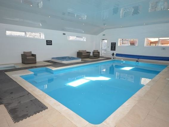 Shared indoor heated swimming pool, with hot tub and baby pool - RUGGA - Berrynarbor - rentals