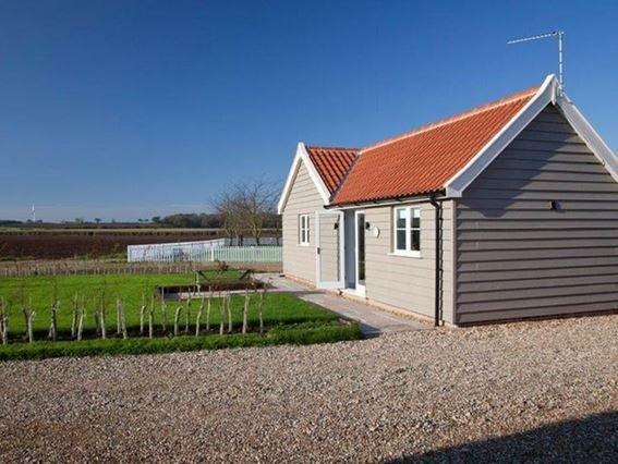 View towards property - LOWFA - Winterton-on-Sea - rentals
