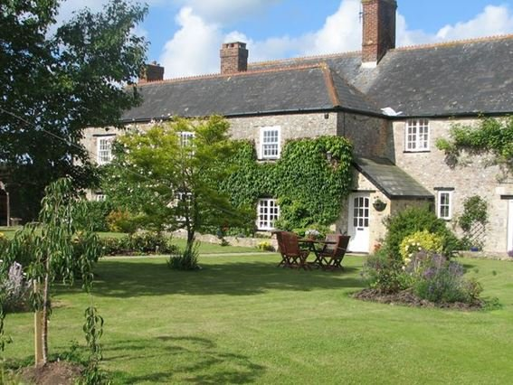 View towards the Grade 2 listed farmhouse - NHOUS - Musbury - rentals