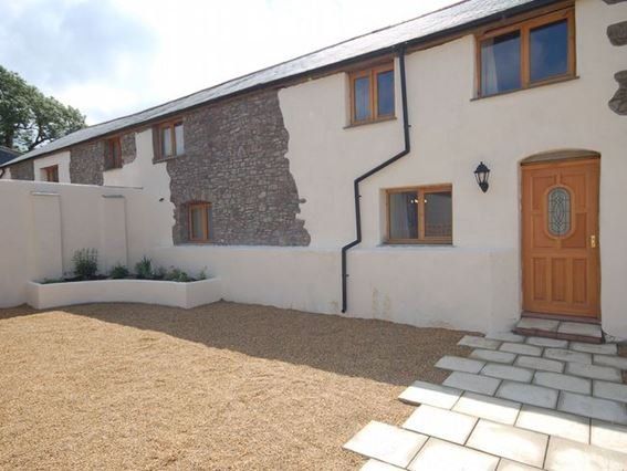 Views towards the property with it's own enclosed courtyard - PLOUG - Kilkhampton - rentals