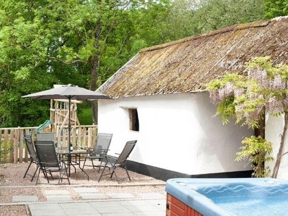 Patio area with hot tub and seating - FURFA - Devon - rentals