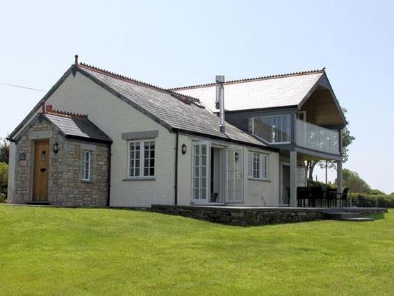 View towards the property - ADVEN - Helstone - rentals