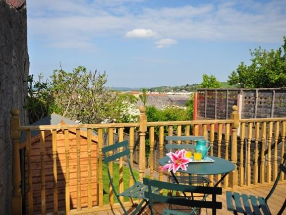 Decking at the top of the garden with rooftop views - FIGAP - Appledore - rentals