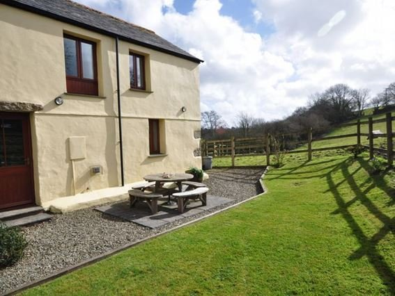 View of the rear enclosed patio perfect for alfresco dining - LTBUZ - Saint Neot - rentals