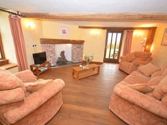 Spacious lounge area - FCH5497 - Knowstone - rentals