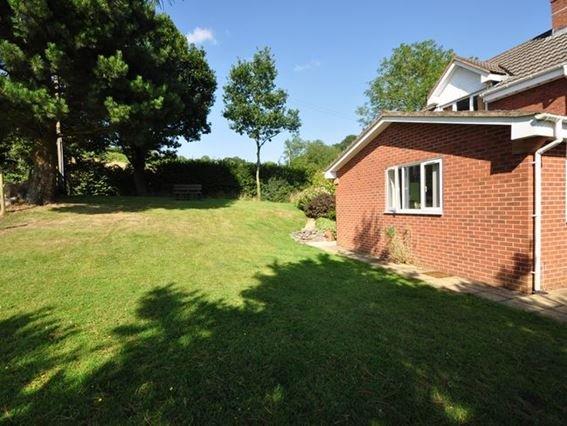 View towards the property across the garden - FARVI - Tedburn Saint Mary - rentals