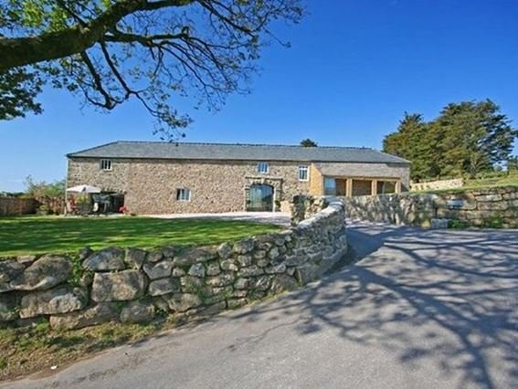 View towards the property (right hand side) - HALSH - Ashburton - rentals