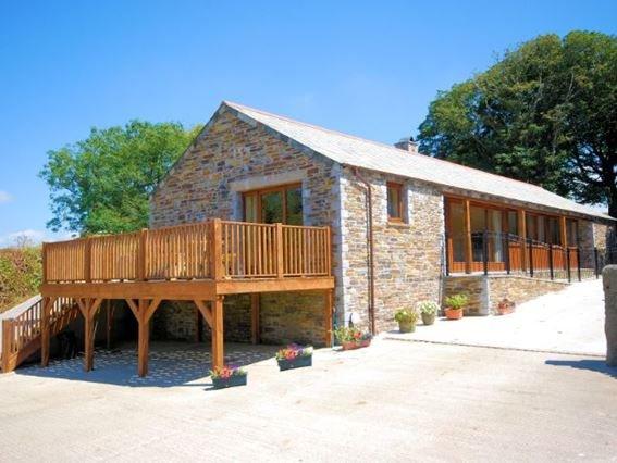 View towards the cottage - 00598 - Otterham - rentals