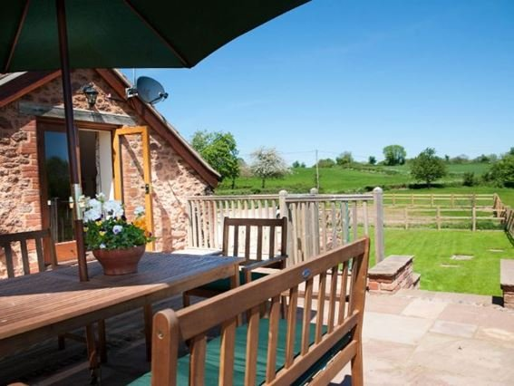 The barn and patio with views of the surrounding countryside - DUNTA - Runnington - rentals