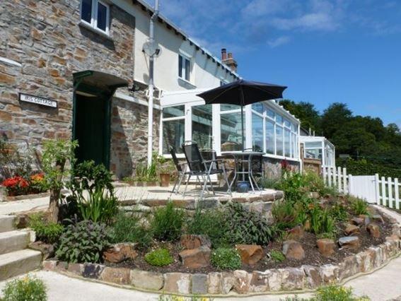 View towards cottage with shared access to next door - IRISC - Weare Giffard - rentals