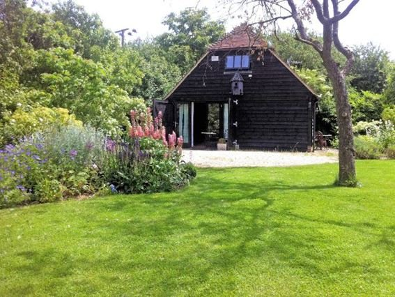 The Barn set in three acres of shared gardens - CLEAR - Buckinghamshire - rentals