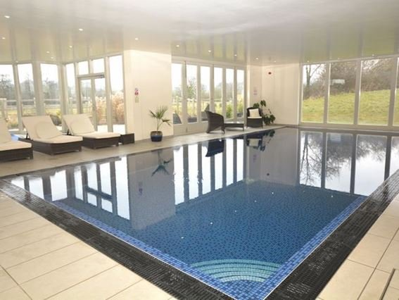 The shared on-site leisure facilities include an indoor pool - FCH7502 - Dulcote - rentals