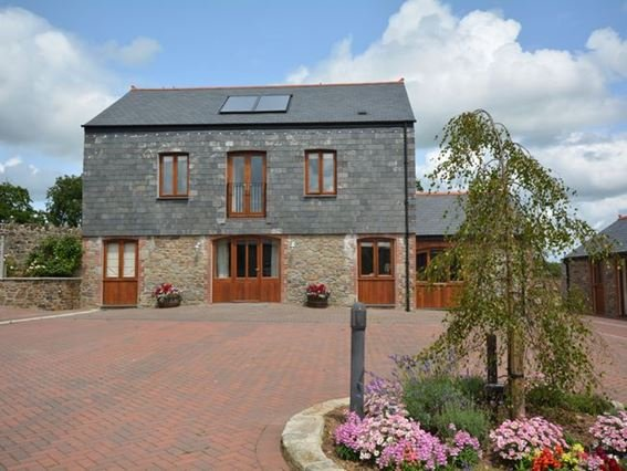 View of the barn overlooking the courtyard and garden - FCH7668 - Launceston - rentals