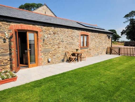 View of the property and enclosed rear garden with seating - BRLON - Launceston - rentals