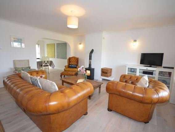 Lounge with smart TV and ample seating - ROCKH - Mortehoe - rentals