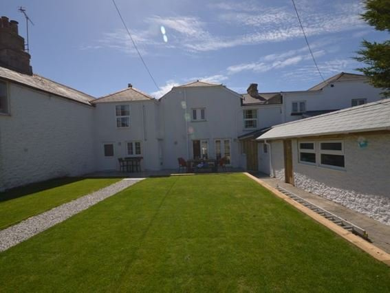 View of the garden and property - FCH8891 - Bude - rentals