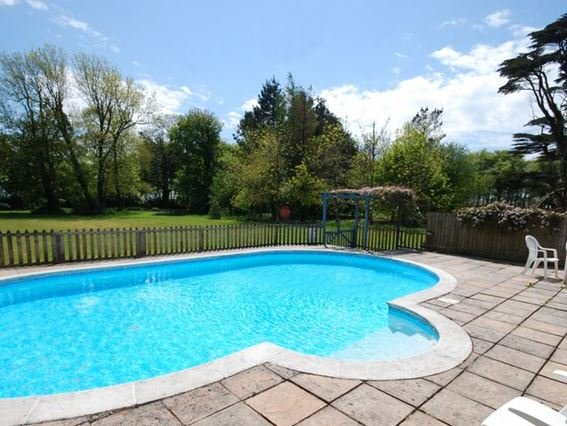 Outdoor solar-heated shared swimming pool - COSTO - Bradworthy - rentals