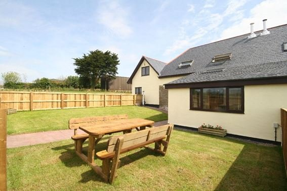 View towards the property and enclosed garden - FCH9096 - Shirwell - rentals