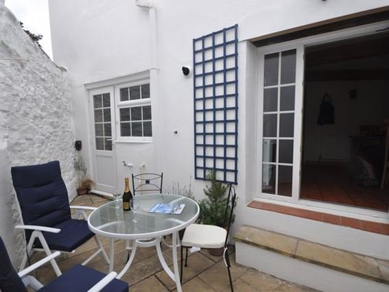 Enclosed courtyard area - SMUCO - Instow - rentals