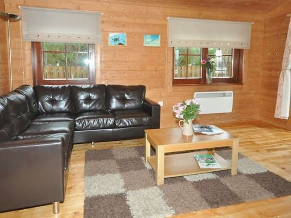 One of the lodges on site with stunning countryside views - AFFRI - Tomich - rentals