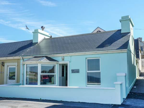 SEA WARRIOR, end-terrace with stunning sea views, many amenities close by, Ref 938972 - Image 1 - Kilkee - rentals