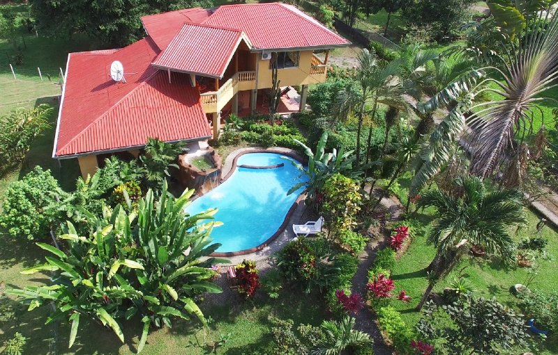 This two story home with A/C, pool and beautiful gardens is perfect for groups! - CDCR - Fortuna Family House - Best Group Option! - La Fortuna de San Carlos - rentals