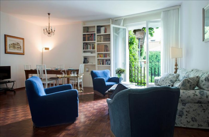 Classic style 3bdr apt with balcony - Image 1 - Milan - rentals