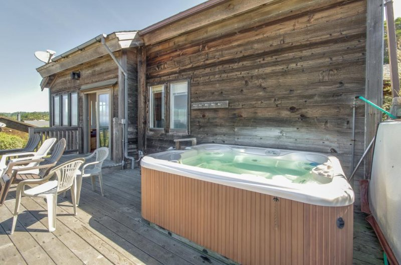 Beach bungalow w/private hot tub, ocean views - walk to downtown Mendocino - Image 1 - Mendocino - rentals