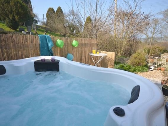 Enjoy use of the shared hot tub - BARBY - Somerset - rentals