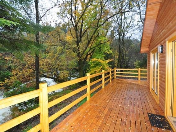 View of the property from along the balcony  - CABIN - Glenfinnan - rentals