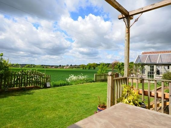 Large garden with countryside views - RYECO - Harpley - rentals