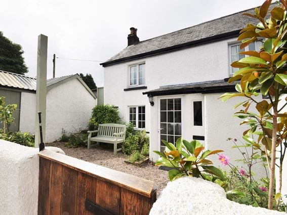 View towards the property and seating area - HOOPE - Devon - rentals