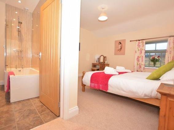 Double bedroom with en-suite bathroom - SMIDC - Castleside - rentals