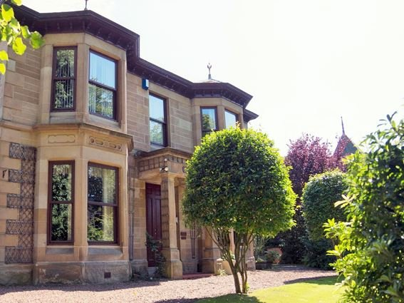 View from the driveway with private parking and garden - 31984 - Glasgow - rentals